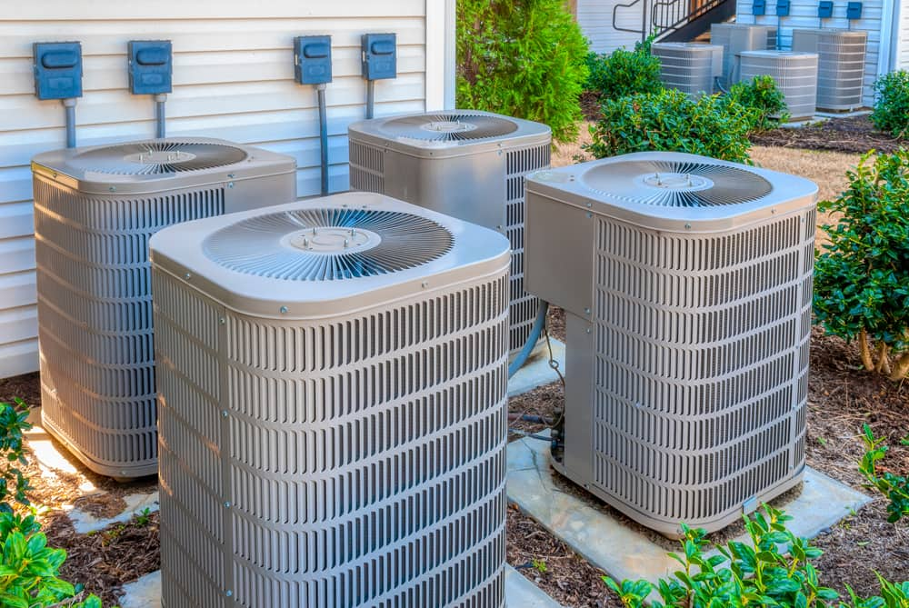 How does an AC condenser work
